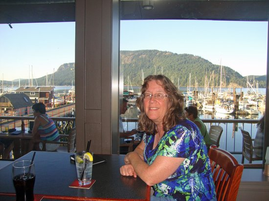 Cow Bay Marine Pub: Great Views of the Bay and Marina!