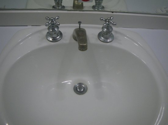 Laguna Mar: Old sink!