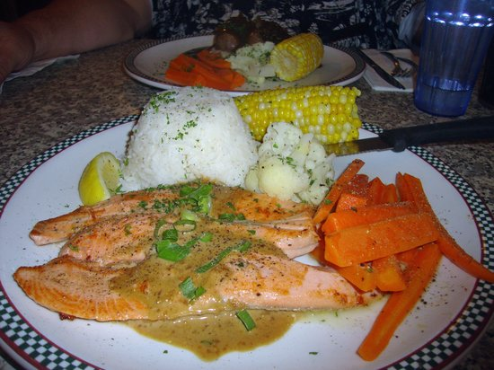 John's Place Restaurant: Salmon Meal