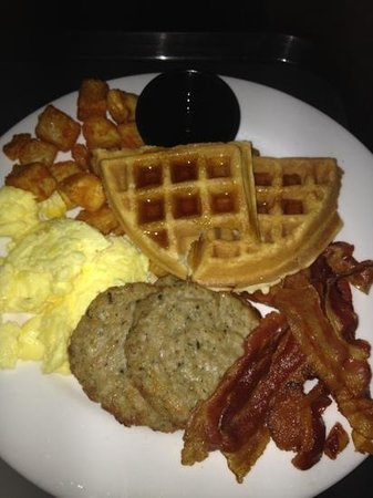 Embassy Suites by Hilton West Palm Beach Central : breakfast and yes it's free