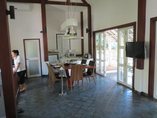 Kiridara: Kitchen in villa - came with butler and chef