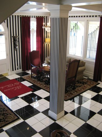 Maison St. Charles Hotel and Suites: Lobby