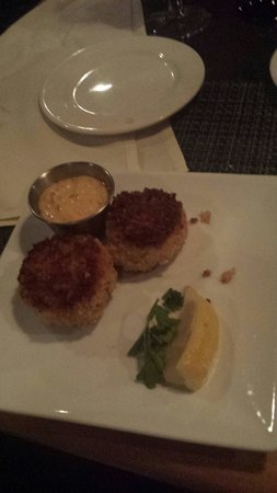 Holiday Inn Milwaukee Riverfront: Crab cakes appitizer