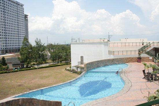 Summit Ridge Tagaytay: Pool area