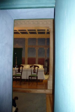 Casa de Madrid : entrance to our room