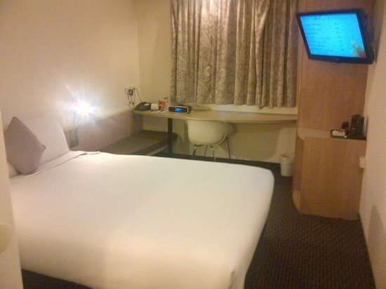 Hotel Ibis Sydney Airport: A spartan but efficient room