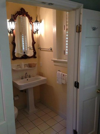 Battery Carriage House Inn : Comfortable bathroom space