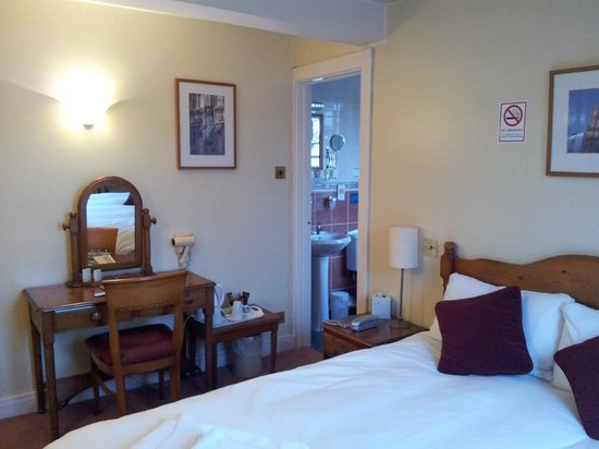 The Millers Arms: Bedroom & En-suite