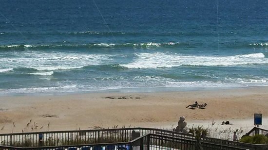 Holiday Inn Resort Wrightsville Beach : View of the beach from the room!!