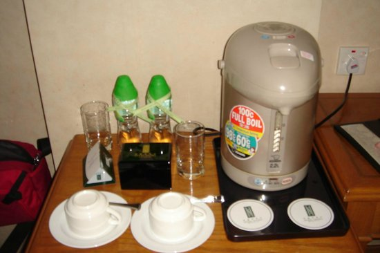 Hotel Sintra: complimentary bottled water and coffee