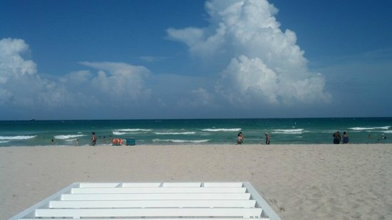 The Ritz-Carlton, South Beach: beach in front of hotel