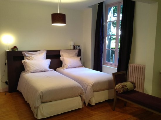 Villa Pascaline : the bedroom - picture does not fully show how lovely it is