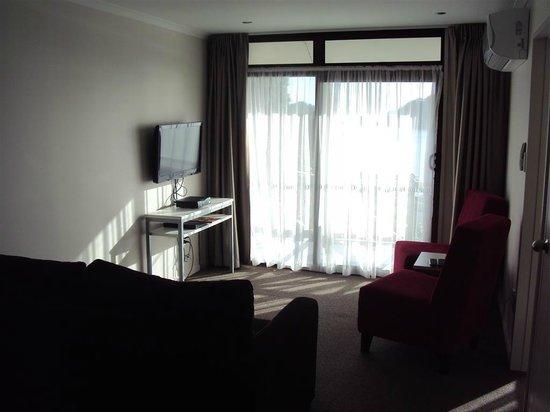 Breakwater Motel: Lounge area