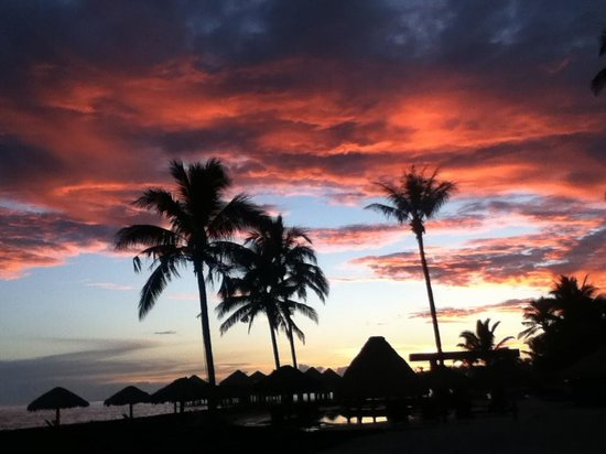 Coconuts Beach Club: sunset