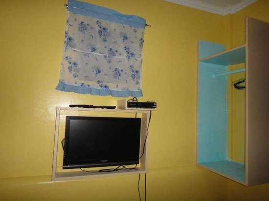 Bolod Beach Resort: flat screen tv with cable channels
