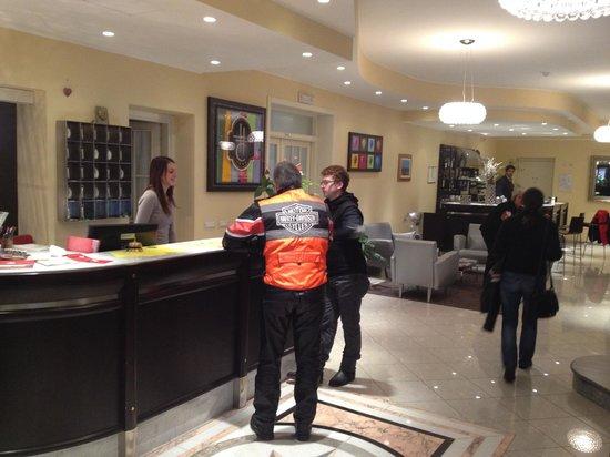 Hotel Villa Cinzia : Cinzia and the reception