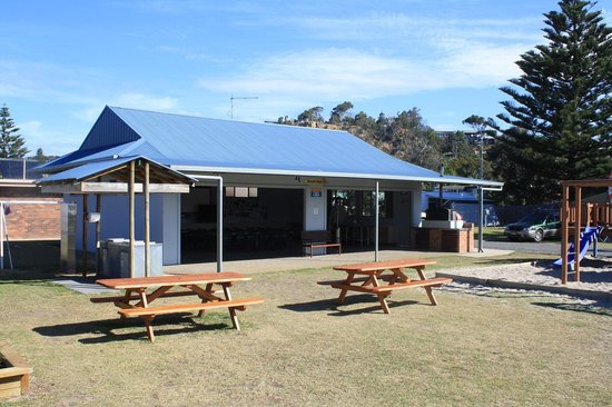 Tathra Beachside : The Beach Barn (Camp Kitchen)