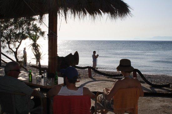 Vallian Village Hotel : Nearby beach bar