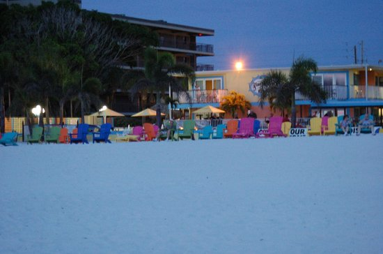 Plaza Beach Hotel - Beachfront Resort : A comfortable place to watch the sunset