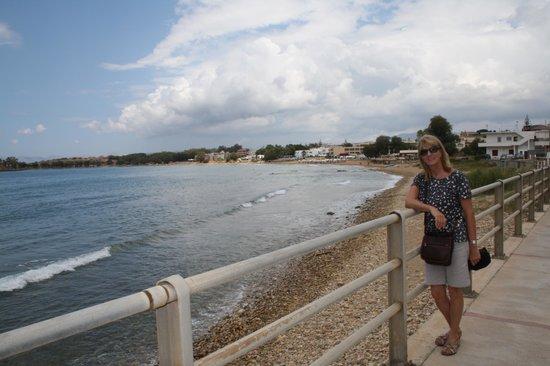 Athina Beach Hotel : The beach