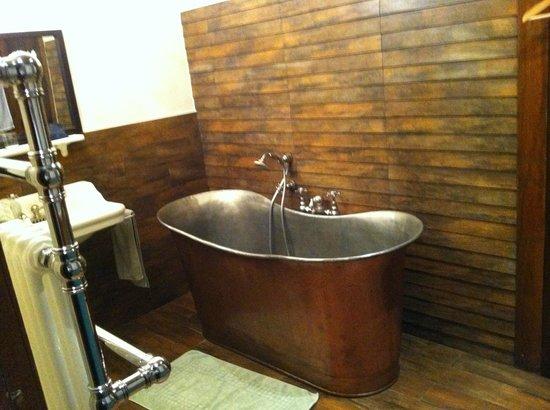 Manoir de Beaumarchais: Une très jolie salle de bain