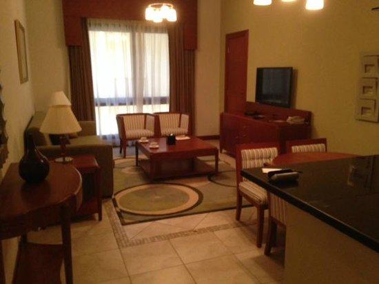 Donatello Hotel Apartments: Lounge/kitchen area.
