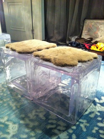 The Luxe Manor : ice chairs