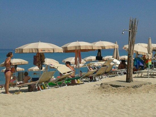 Hotel  Solemare: Vista dal bar sulla spiaggia
