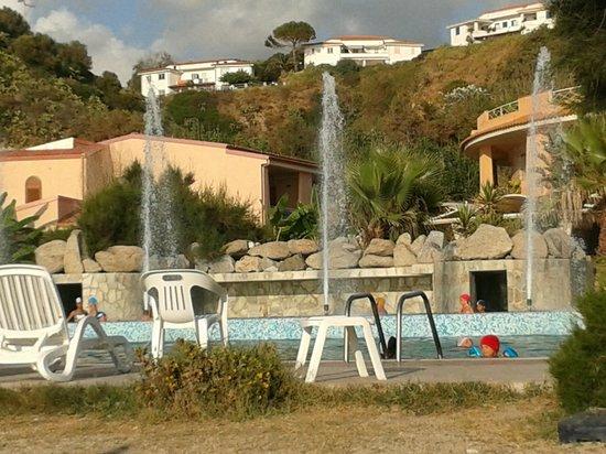 Hotel  Solemare: Dalla piscina..