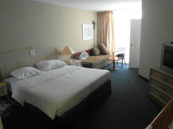 Crowne Plaza Hotel Eilat : Две комнаты воттакого размера