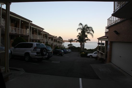 Twofold Bay Motor Inn: View from road entrance