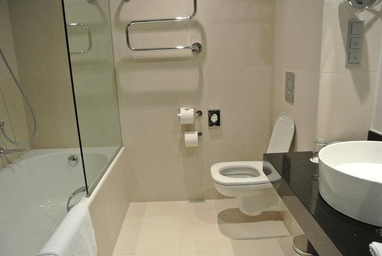 Radisson Blu Elizabete Hotel: バスルーム