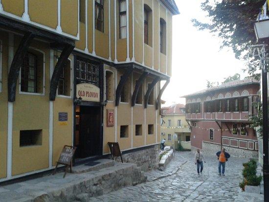 Hostel Old Plovdiv: old plovdiv and street
