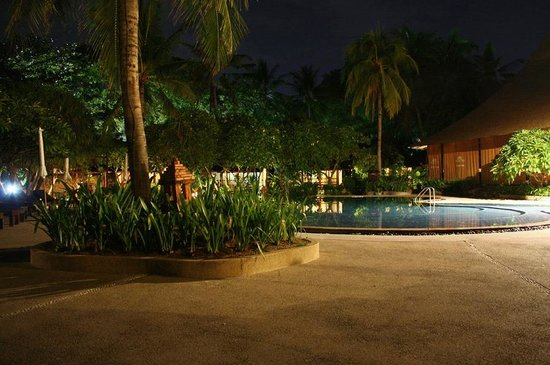 Chaweng Buri Resort: Pool am Abend