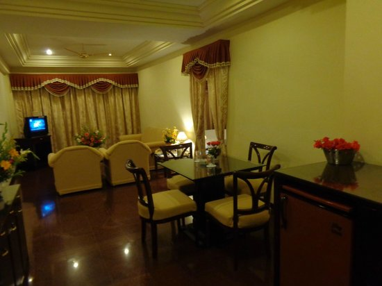 EXECUTIVE POONJA SUITE - Picture of Hotel Poonja International