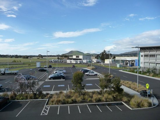 Travelodge Hotel Hobart Airport: Room view. Not fancy but you can see the hills