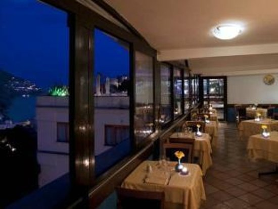 Hotel Royal Positano: sala ristorante interna