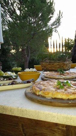 Il Grande Prato : Här ser man supergod mat och härlig solnedgång, poolområdet m.m.