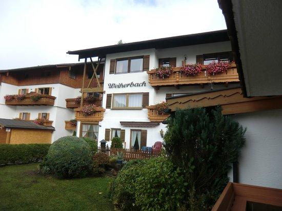 """Alpenhotel """"garni"""" Weiherbach : Blick von unserer Erdgeschosswohnung"""