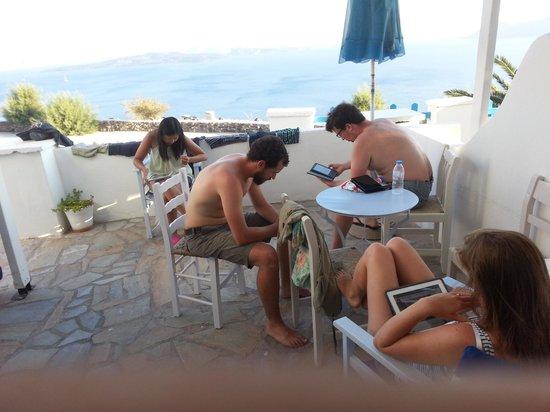 Hotel Atlantida Villas: Yep, the Wi-Fi works well