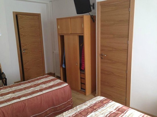 Hostal Patria: habitación exterior 2 camas