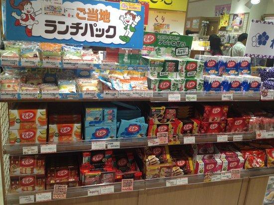 Chiyoda, Japón: Kit Kats @ Shokoku Gotochi Plaza