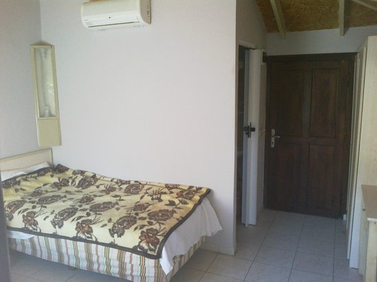 Leda Beach Hotel: Комната