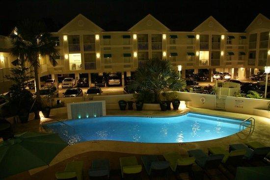 Silver Palms Inn : piscina
