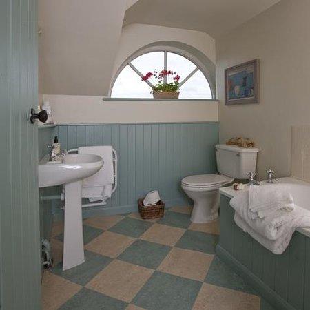 Stamford Hall Farmhouse: Ensuite Bathroom
