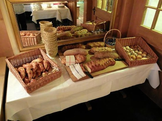 Hotel Bernerhof Gstaad: Breakfast