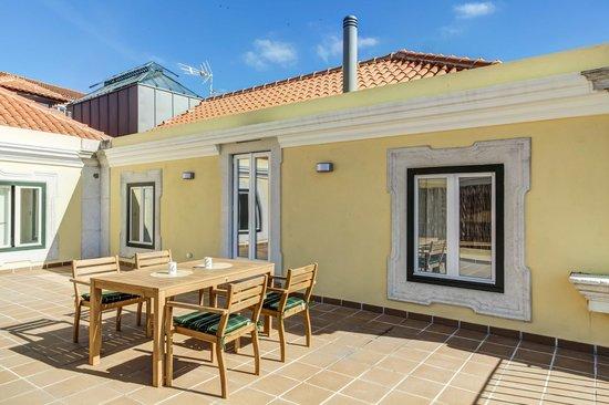 Palacio Camoes - Lisbon Serviced Apartments : Private Terrace