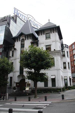 Silken Indautxu Hotel : Edificio conservado en la esquina