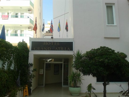 Grand Atilla Hotel: Main entrance