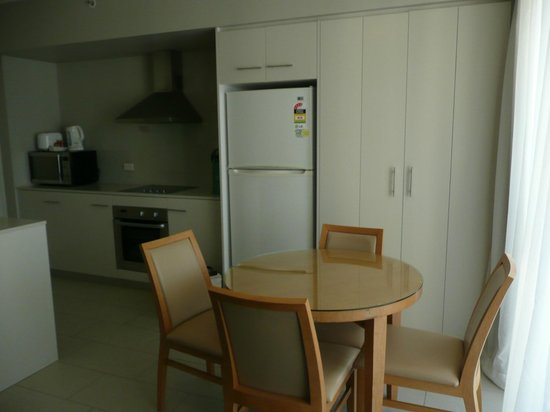 Mantra Twin Towns: Pleasant dining and kitchen facilities